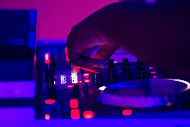 Darrell Thrasher performs at the start of a Learn to DJ class at Enterprise Library, 25 E. Shelbourne Ave., in Las Vegas on Thursday, July 3, 2014. (Chase Stevens/Las Vegas Review-Journal)