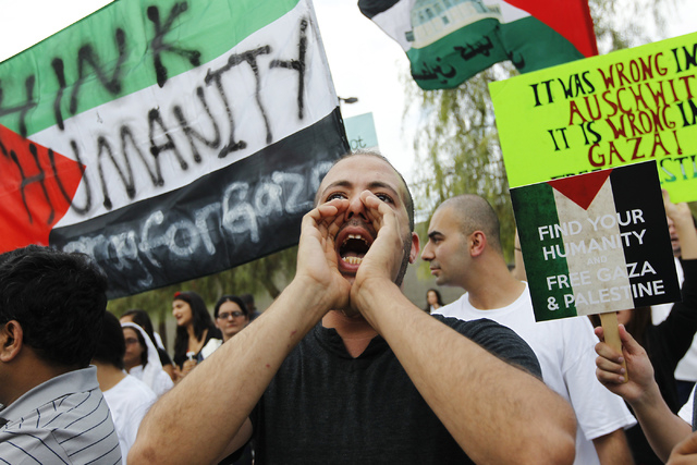Aimad Mouawia, middle, takes part in a protest against the violence in Gaza in front of the Lloyd George Federal Courthouse in Las Vegas on Saturday, July 19, 2014. (Jason Bean/Las Vegas Review-Jo ...