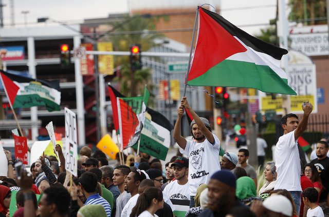 Approximately 250 people gathered together to protest the violence in Gaza in front of the Lloyd George Federal Courthouse in Las Vegas on Saturday, July 19, 2014. (Jason Bean/Las Vegas Review-Jou ...