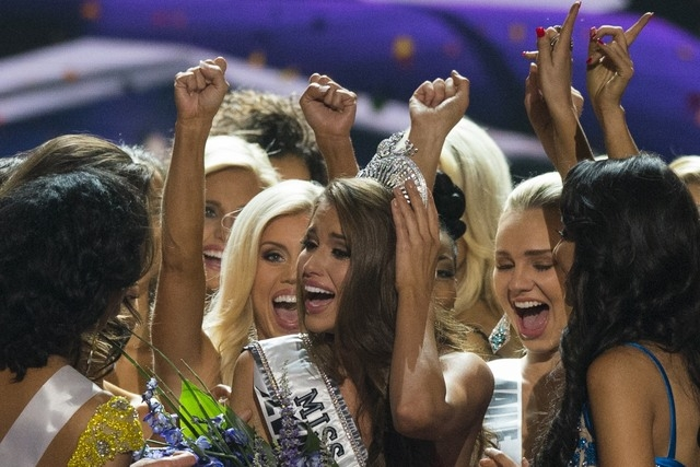 Fellow contestants celebrate with Miss Nevada Nia Sanchez after she won the 2014 Miss USA beauty pageant in Baton Rouge, Louisiana June 8, 2014. REUTERS/Adrees