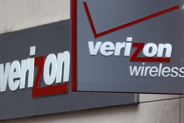 A Verizon Wireless retail store at Downtown Crossing in Boston is shown in this June 4, 2014, photo. Verizon Wireless is launching a nationwide loyalty program this week for its 100-million-plus s ...