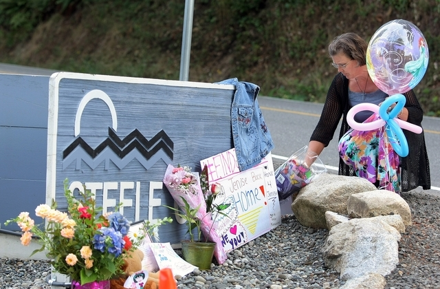 Karole Johnson places balloons of princesses and flowers at the entrance sign to the Steele Creek Mobile Home Park, Thursday, Aug. 7, 2014 in Bremerton, Wash.  A four-day search for a missing Wash ...
