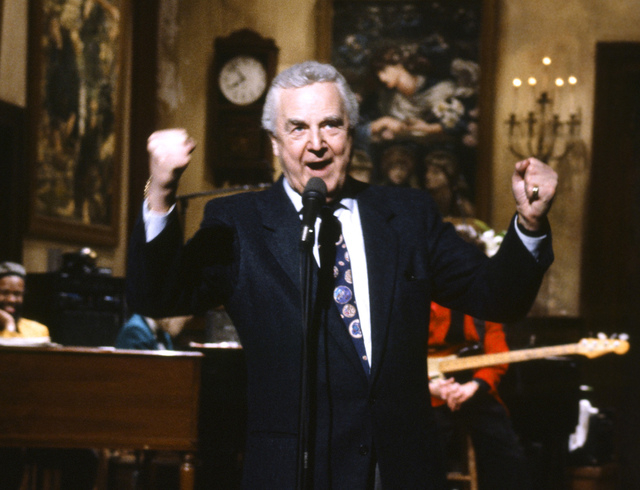 "This March 14, 1992, photo provided by NBC shows announcer Don Pardo on the set of ""Saturday Night Live.""  Pardo, the durable television and radio announcer whose resonant voice-over style was wid ..."