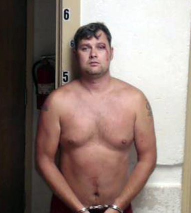 This Aug. 15, 2014, booking photo released by the Smith County Sheriff's Department shows Jeff Daniels, 37, who was arrested Friday, Aug. 15, in Raleigh, Miss., and booked with aggravated assault  ...