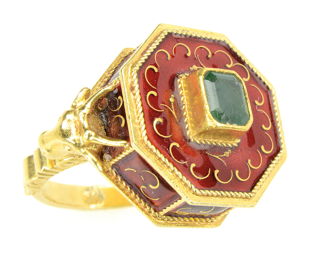 King Features Syndicate Poison rings are part of history and mystery stories. Perhaps Lucrezia Borgia murdered her foes with her ring. This 18 carat gold ring with a hidden compartment has red ena ...