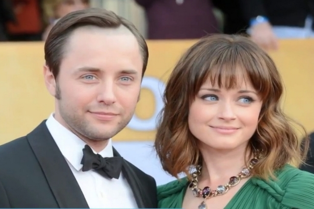 Vincent Kartheiser and Alexis Bledel are married. Screengrab (WochitGeneralNews/YouTube)