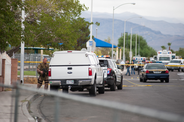 Las Vegas police officers secure a northeast valley neighborhood in Las Vegas on Sunday, August 3, 2014. (Martin S. Fuentes/Las Vegas Review-Journal)