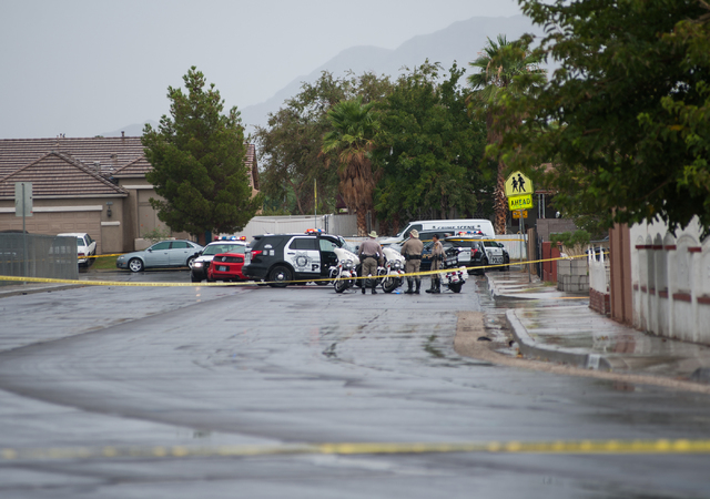 Las Vegas police officers secure a northeast valley neighborhood during an officer involved shooting with suspects in Las Vegas on Sunday, August 3, 2014. (Martin S. Fuentes/Las Vegas Review-Journal)