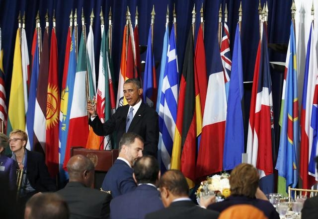 U.S. President Barack Obama toasts the assembled leaders, including Spain's King Felipe VI, foreground, at a luncheon for world leaders attending the 69th United Nations General Assembly at U.N. H ...