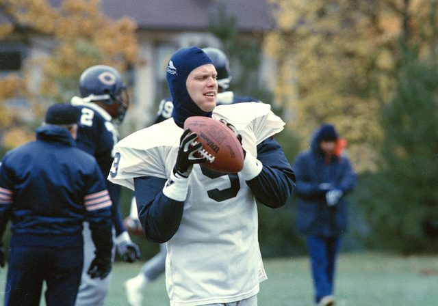 Chicago Bears quarterback Jim McMahon practices his throw during the teams' workout in Lake Forest, Illinois on Oct. 21, 1987. McMahon expects to play in this Sunday's game against Tampa Bay, afte ...