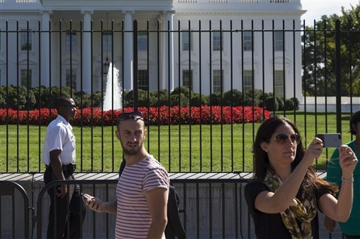 A uniformed Secret Service police officer stands outside the White House in Washington on Sept. 22, 2014. The intruder who climbed a fence made it farther inside the White House than the Secret Se ...