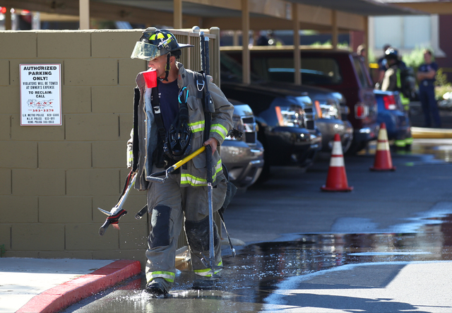 A firefighter leaves the area after responding to a fire that left one man dead in an apartment complex on 2825 Bluegrass Lane in Henderson  on Tuesday, Sept. 30, 2014. (Chase Stevens/Las Vegas Re ...