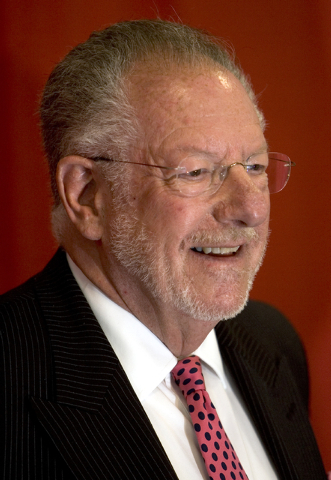 RJ FILE*** LOCAL - Las Vegas Mayor Oscar Goodman smiles during a press conference at Thomas and Mack Center Wednesday, April 26, 2006. Goodman met with a group of local businessmen and officials t ...