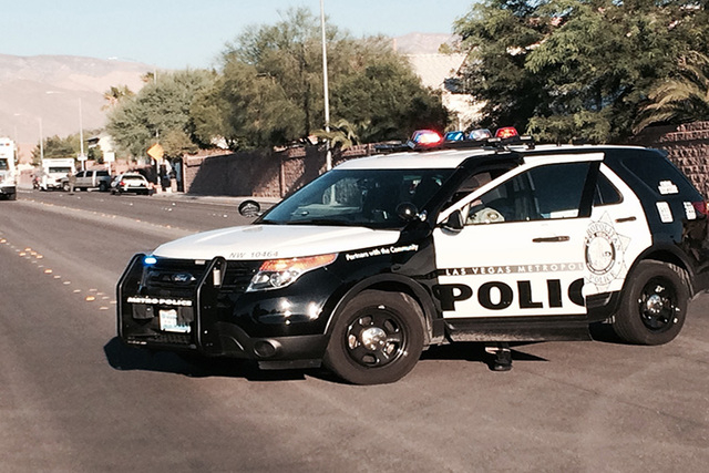 An armed man negotiating with SWAT since 1am at 8324 valleybreeze avenue. (Bizu Tesfaye/Las Vegas Review-Journal)