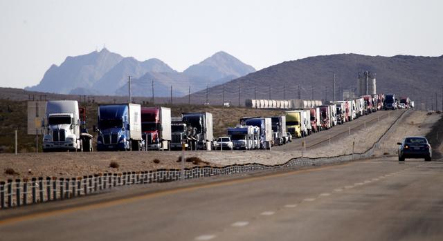 Traffic backs up on I-15 heading north near US 93 on tuesday, Sept. 9, 2014. (Justin Yurkanin/Las Vegas Review-Journal)