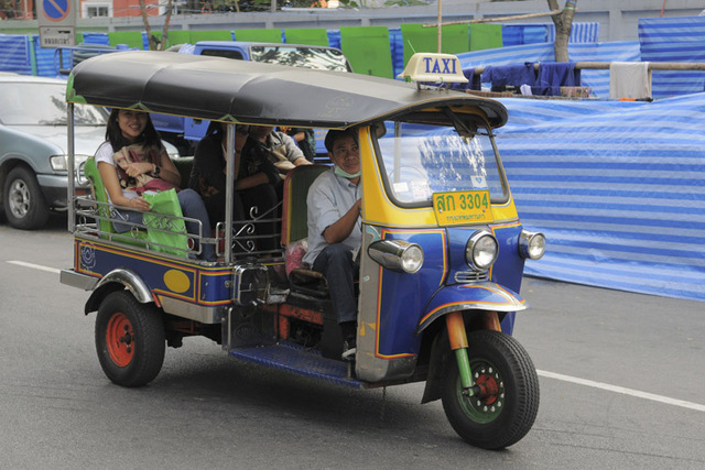 Looking to travel on the cheap? A tuk-tuk might be the way to go. (Thinkstock)