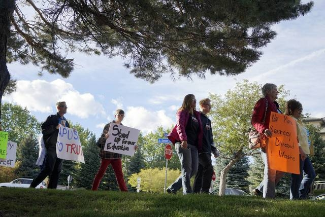 Protesters against proposed changes to the national history curriculum march outside the Jefferson County school board meeting in Golden, Colorado October 2, 2014. (REUTERS/Rick Wilking)