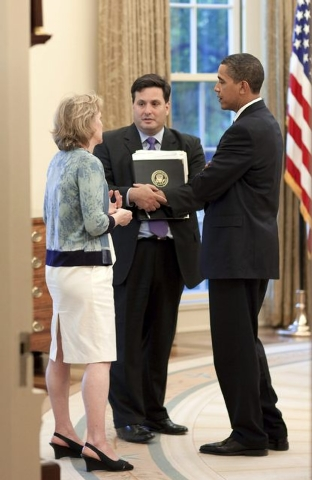 U.S. President Barack Obama, left, meets with Ron Klain, then chief of staff to Vice President Joe Biden, and Cynthia Hogan, counsel to the vice president, in the Oval Office on May 21, 2009. Klai ...