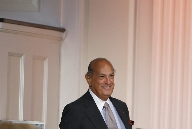 Designer Oscar De La Renta smiles to the crowd after his Spring 2010 show during New York Fashion Week, Sept. 16, 2009. De la Renta, one of the biggest names in the fashion industry over the last  ...