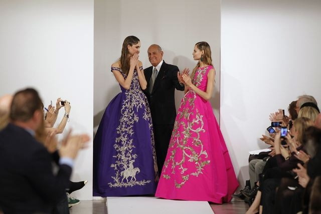 Designer Oscar de la Renta, center, smiles with model Karlie Kloss, left, and another model after presenting his Autumn/Winter 2013 collection during New York Fashion Week, Feb. 12, 2013. De la Re ...