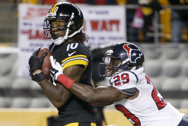 Pittsburgh Steelers wide receiver Martavis Bryant (10) makes a touchdown catch after getting by Houston Texans defensive back Andre Hal (29) in the second quarterof the NFL football game, Monday,  ...