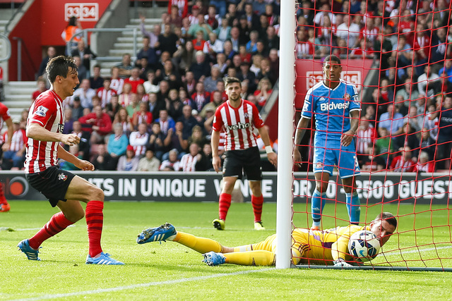 Southampton's Jack Cork, left, scores past Sunderland's Vito Mannone during their English Premier League soccer match at St. Mary's Stadium, Southampton, England, Saturday, Oct. 18, 2014. (AP Phot ...