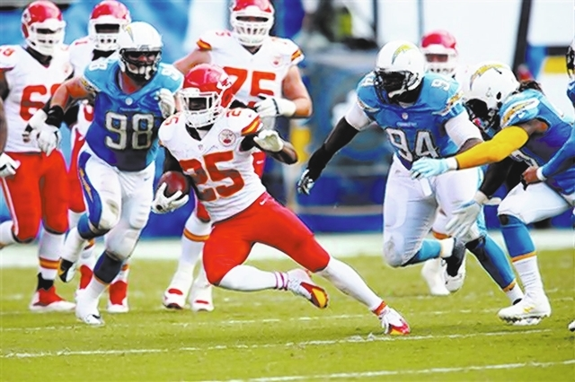 Kansas City Chiefs running back Jamaal Charles #25 in action against the San Diego Chargers during an NFL game played at Qualcomm Stadium in San Diego on Sunday Oct. 19, 2014. (AP Photo/Michael Zito)
