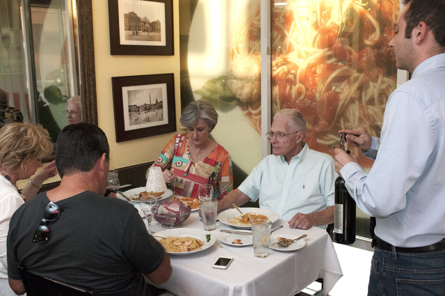Customers dine at Gina's Bistro. (Erik Verduzco/Las Vegas Review-Journal)