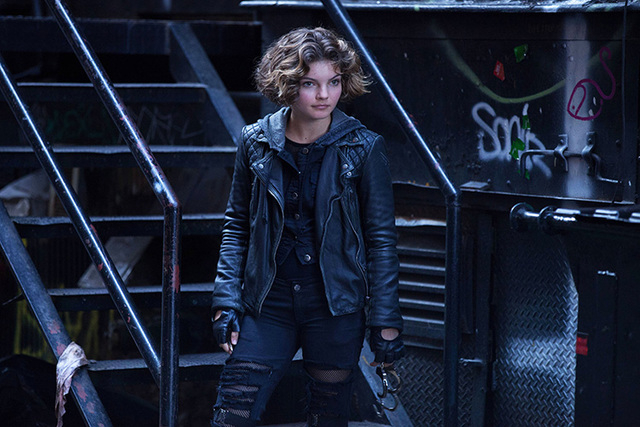 "This photo provided by Fox shows Camren Bicondova as Selina Kyle in ""The Balloonman"" episode of ""Gotham,"" airing Monday, Oct. 6, 2014, (8:00-9:00 PM ET/PT) on Fox. (AP Photo/Fo ..."