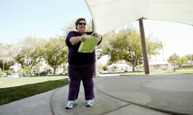 Homeless advocate Linda Lera-Randle El, founder and director of the Straight From the Streets charity, fills out a [intake] form at Huntridge Circle Park in Las Vegas, Thursday, Sept. 2, 2004. (Ch ...