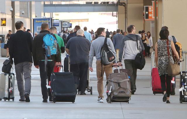 Passengers stream near International terminal 3, on Friday 10, 2014, at McCarran International Airport in Las Vegas. (Bizuayehu Tesfaye/Las Vegas Review-Journal)