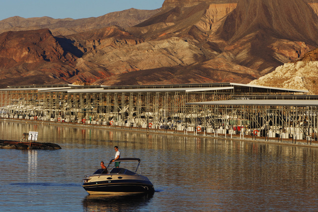 A boat makes its way to the launching ramp on Lake Mead at Hemenway Harbor Monday, Oct. 6, 2014. (Sam Morris/Las Vegas Review-Journal)