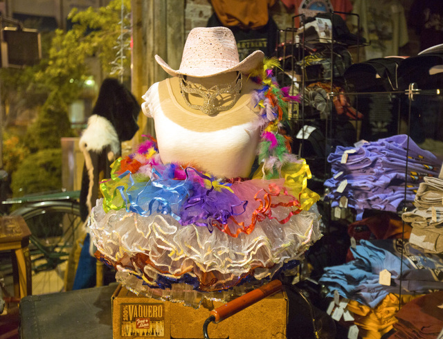 Window shopping in downtown Prescott, Ariz. on Saturday, June 1 ,2014. The area around the Courthouse Plaza is loaded with retail, dining and bars.(Jeff Scheid/Las Vegas Review-Journal)