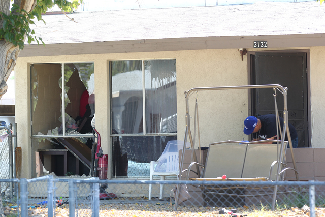 Las Vegas police investigate after a barricade situation involving an armed robbery suspect inside of a home by Ronnow Elementary School, near Washington Avenue and Pecos Road, in Las Vegas on Wed ...