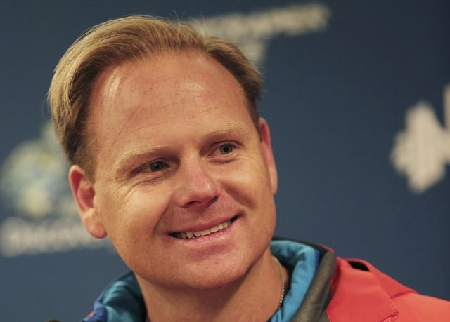 Daredevil Nik Wallenda answers questions after completing his blindfolded walk along a tightrope between two skyscrapers suspended 500 feet above the Chicago River in Chicago, Sunday, Nov. 2, 2014 ...