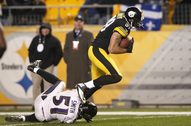 Nov 2, 2014; Pittsburgh, PA, USA; Pittsburgh Steelers tight end Matt Spaeth (89) catches a thirty-three yard touchdown pass against Baltimore Ravens inside linebacker Daryl Smith (51) during the f ...