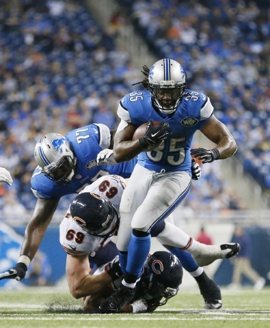 Detroit Lions running back Joique Bell runs against the Chicago Bears defense during the second half of an NFL football game in Detroit, Thursday, Nov. 27, 2014. (AP Photo/Rick Osentoski)
