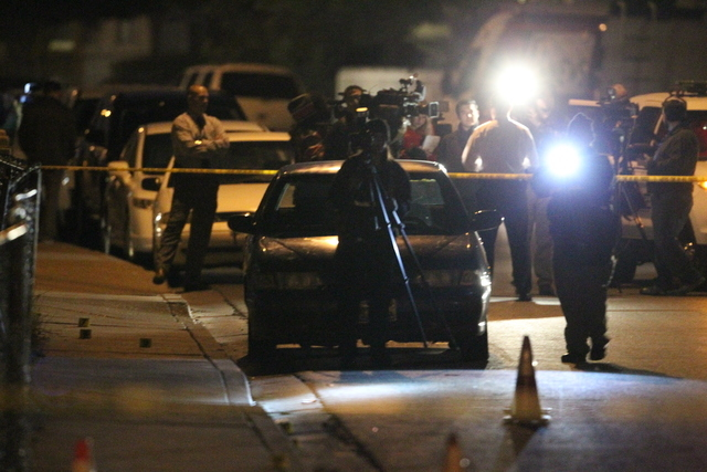 North Las Vegas police investigate a shooting near West Lake Mead Boulevard and Revere Street. (K.M. Cannon/Las Vegas-Review-Journal)
