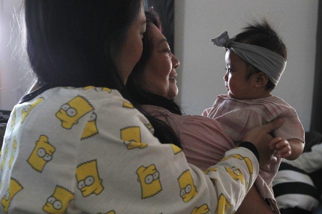 Bianka Santos watches as Lolita Dravin holds her granddaughter Olivia Santos Wednesday, Nov. 19, 2014.  (Sam Morris/Las Vegas Review-Journal)