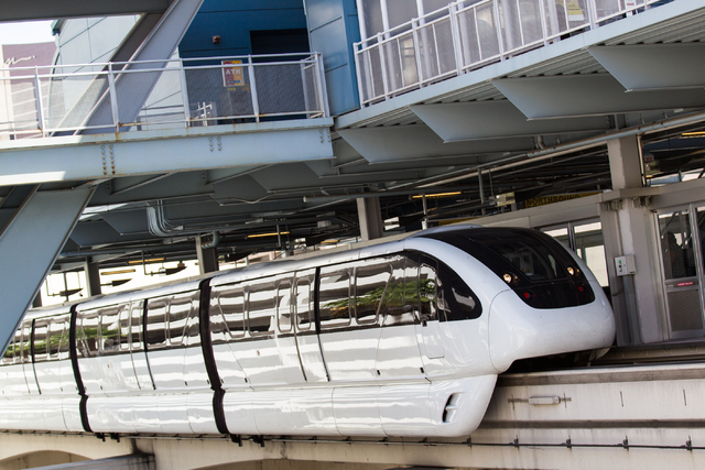 The Las Vegas Monorail arrives at the Harrah's/The Quad stop in Las Vegas on Monday, May 19, 2014. (Chase Stevens/Las Vegas Review-Journal)
