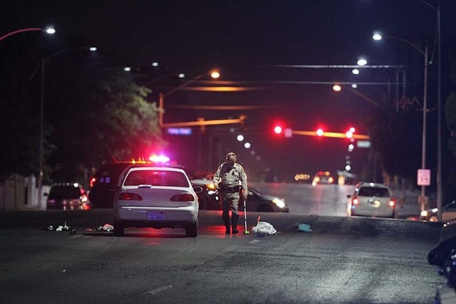 Police arrive at the scene near the intersection of Washington Avenue and Twin Lakes Drive. (Kevin Cannon/Las Vegas Review-Journal)