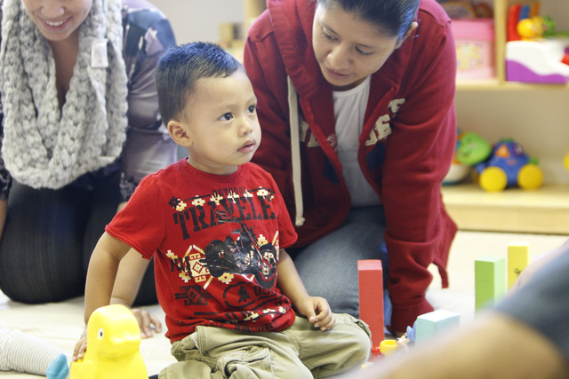 Nataly Gaytan, right, talks to her son Andy, 2, during a class at Family to Family Connection, Nov. 5, 2014. (Erik Verduzco/View)