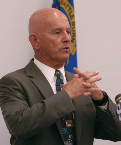 Washoe County District Attorney Dick Gammick speaks at a news conference, Wednesday, July 5, 2006, at the Reno Justice Court in Reno, Nev. Gammick, citing possible conflicts, on Wednesday turned t ...