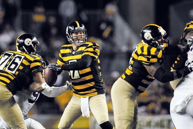 Quarterback Ben Roethlisberger, shown Oct. 26, and the Steelers are 4-1 at home this season and in the thick of a tight race in the AFC North. Pittsburgh is a 4½-point home favorite today against ...