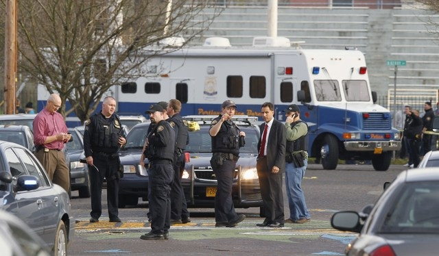 Police investigate outside the Rosemary Anderson High School in Portland, Oregon December 12, 2014.  REUTERS/Steve Dipaola