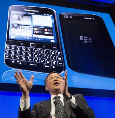 BlackBerry Chief Executive John Chen answers questions during the launch event for the new Blackberry Classic smartphone  in New York, December 17, 2014. (REUTERS/Brendan McDermid)