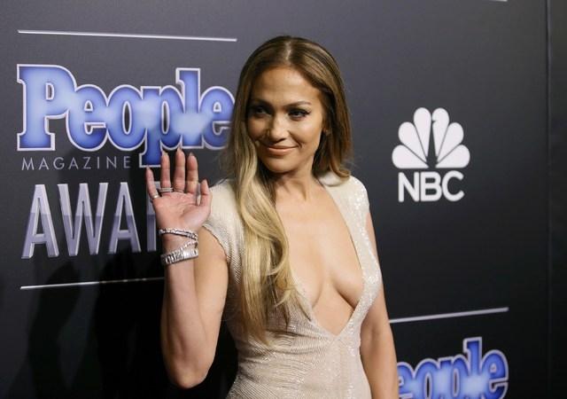 Singer Jennifer Lopez arrives at the People Magazine Awards in Beverly Hills on Dec. 18, 2014. (REUTERS/Danny Moloshok)