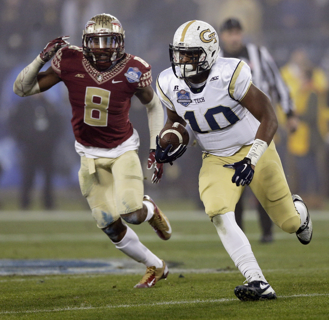 Georgia Tech running back Synjyn Days (10) runs past Florida State defensive back Jalen Ramsey (8) during the first half of the Atlantic Coast Conference championship NCAA college football game in ...