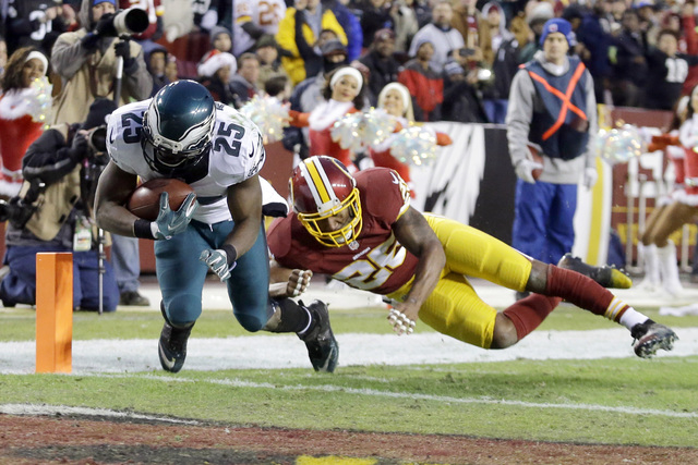 Philadelphia Eagles running back LeSean McCoy (25) carries the ball into the end zone for a touchdown under pressure from Washington Redskins cornerback Bashaud Breeland (26) during the first half ...