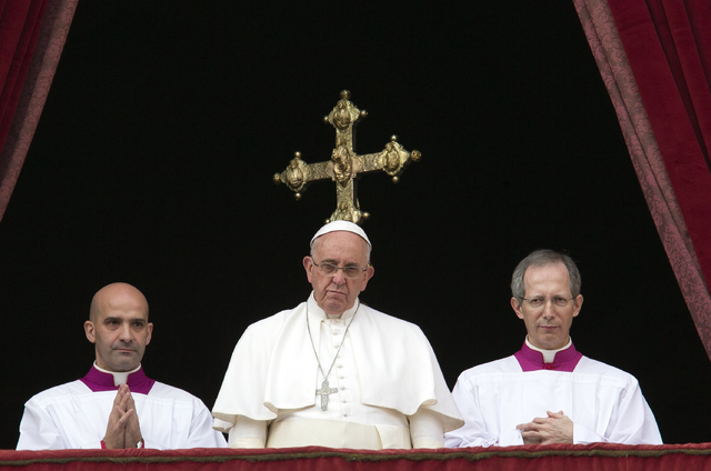 """Pope Francis, center, delivers his """"Urbi et Orbi"""" (to the city and to the world) blessing from the central balcony of St. Peter's Basilica at the Vatican, Thursday, Dec. 25, 2014. (AP Photo/Alessa ..."""